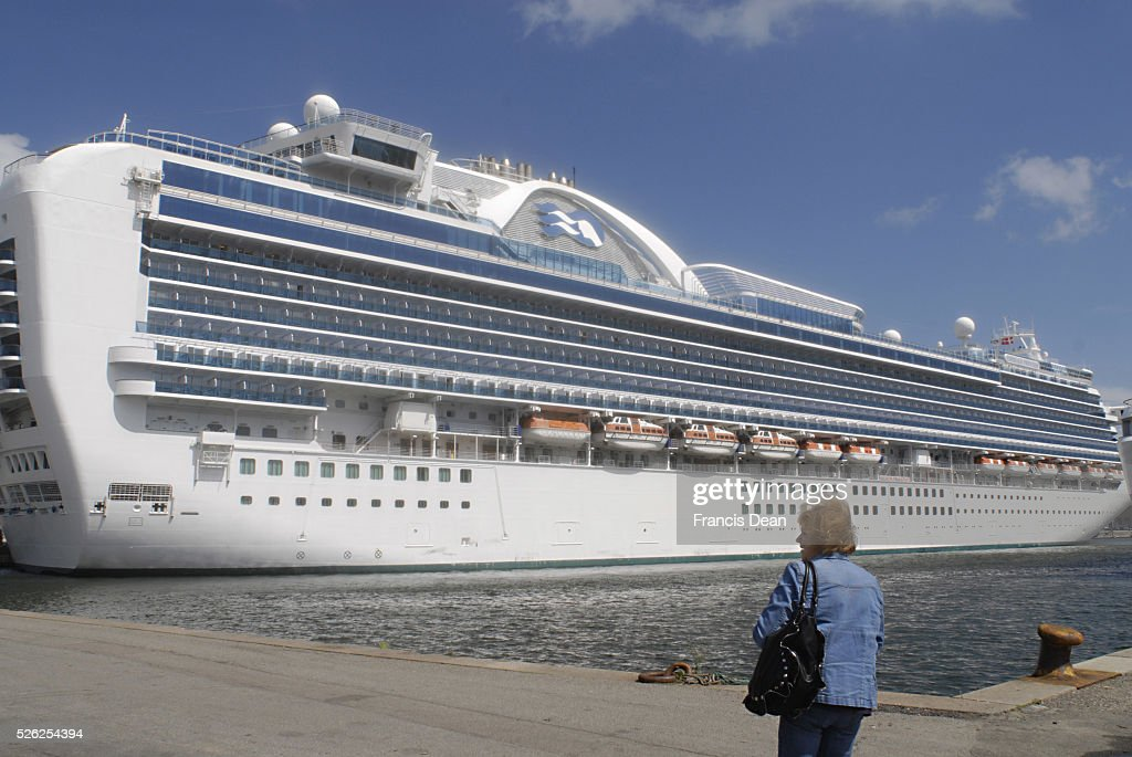 Cruise Ship Emerald Princess Hamiton Duck At Copenhagen Free Port - Cruise ship copenhagen