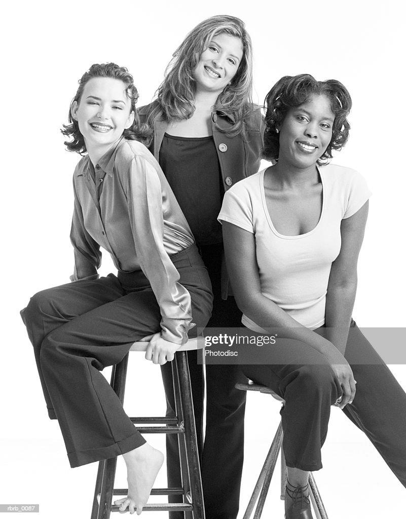 a black and white photograph of three pretty women : Stockfoto