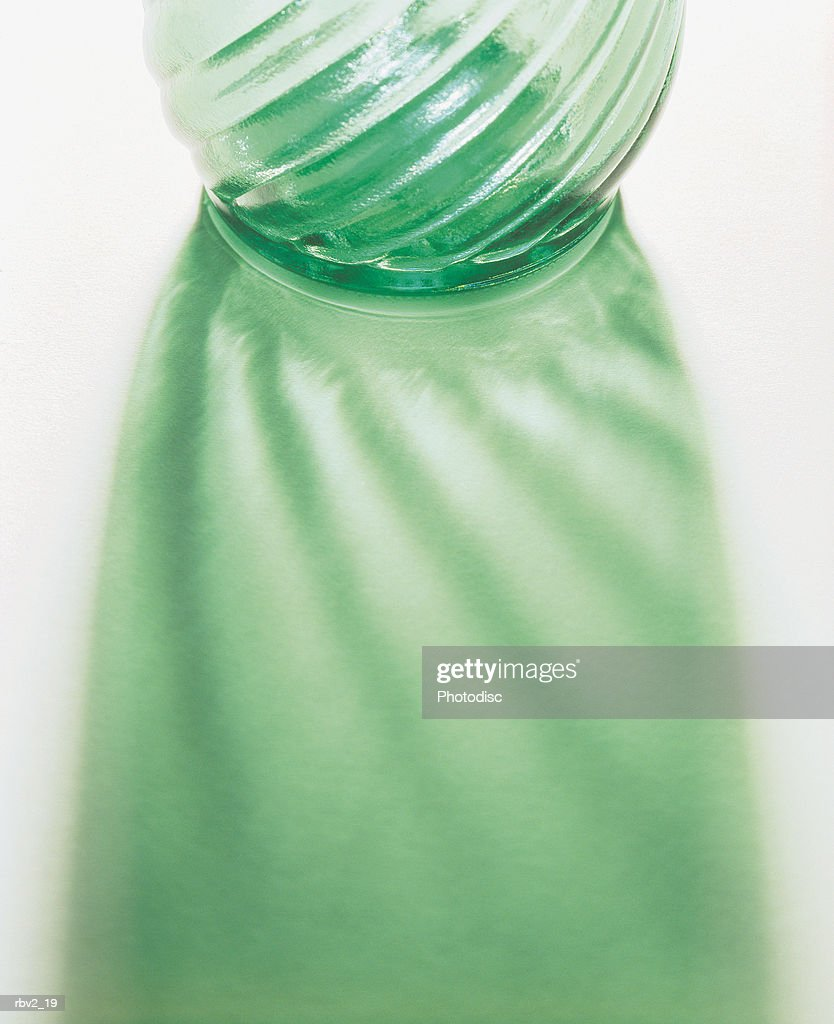 a carefully designed green glass vase causes an abstract reflection : Foto de stock