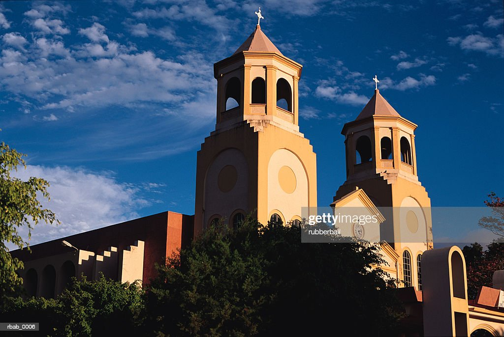 a catholic church in san antonio de belen in costa rica stands silhouetted by a blue sky : Stockfoto