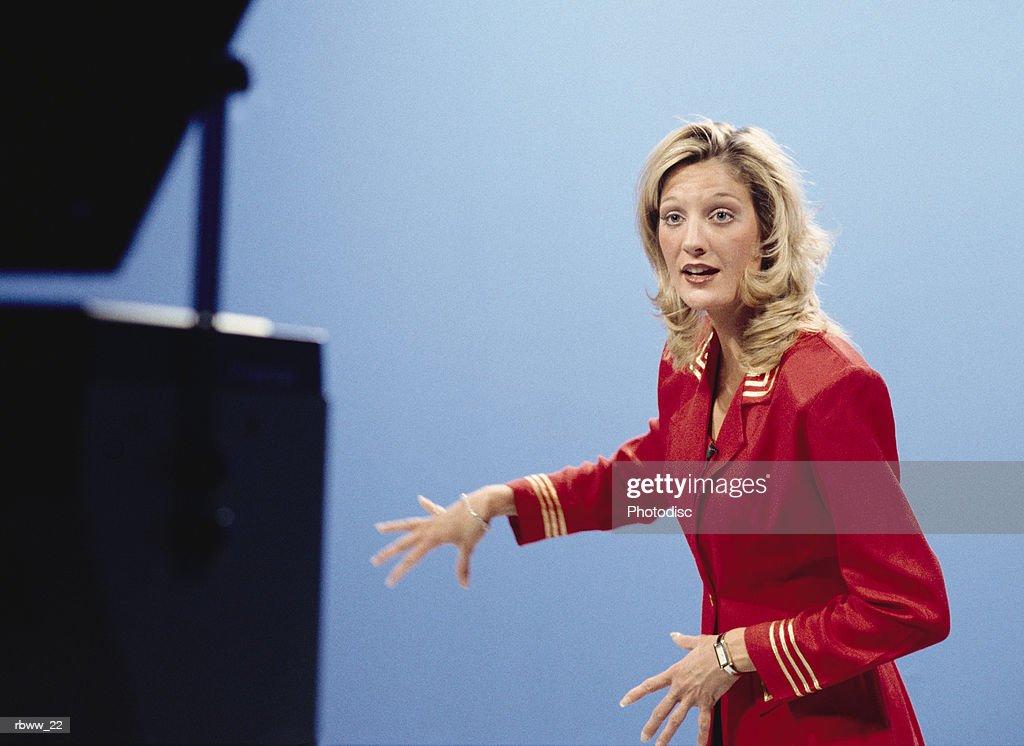 a caucasian anchorwoman does the weather forcast : Foto de stock