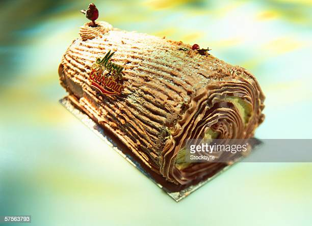 a christmas yule log cake - yule log stock pictures, royalty-free photos & images