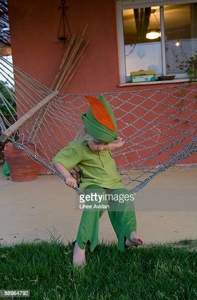 a girl dressed as peter pan on a hammock  - 4 5 anni foto e immagini stock