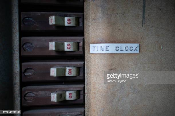 """a label that says """"time clock"""" on an old circuit breaker in an abandoned factory in new jersey - woodbridge nueva jersey fotografías e imágenes de stock"""