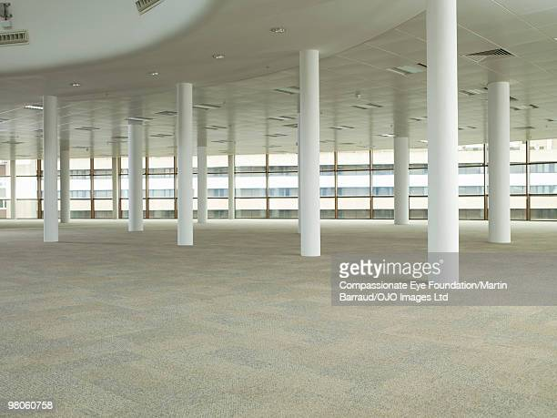 a large empty commercial space - 商業不動産 ストックフォトと画像