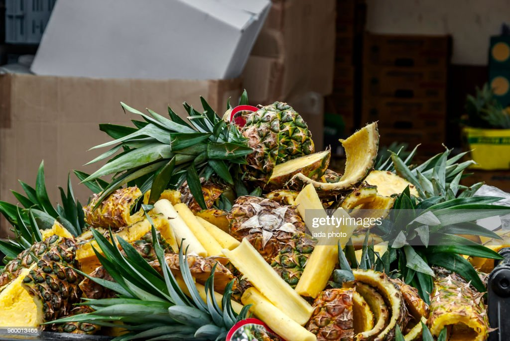 a large pile of pineapple peel off waste : Stock-Foto