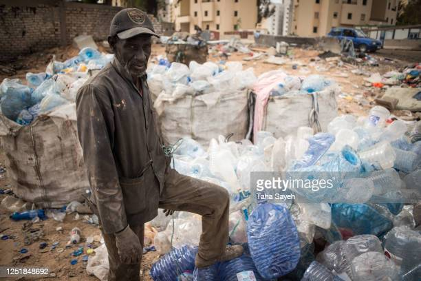 a migrant worker in libya. - migrant worker stock pictures, royalty-free photos & images