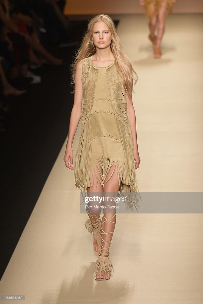 Alberta Ferretti - Runway - Milan Fashion Week Womenswear Spring/Summer 2015 : News Photo