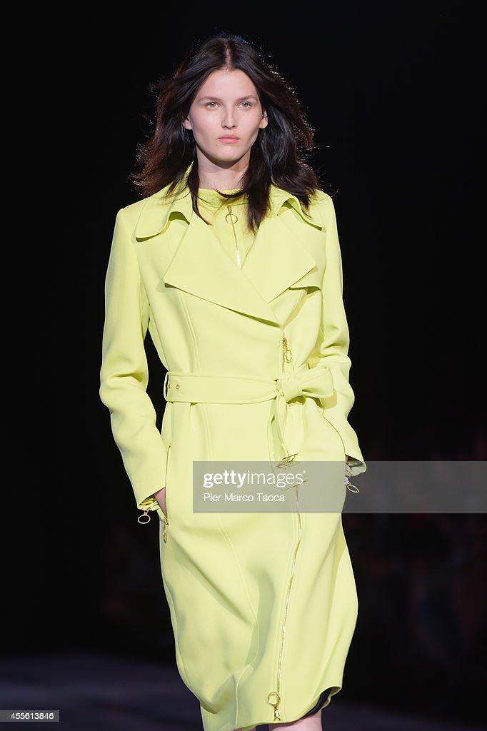 Fausto Puglisi - Runway - Milan Fashion Week Womenswear Spring/Summer 2015 : News Photo
