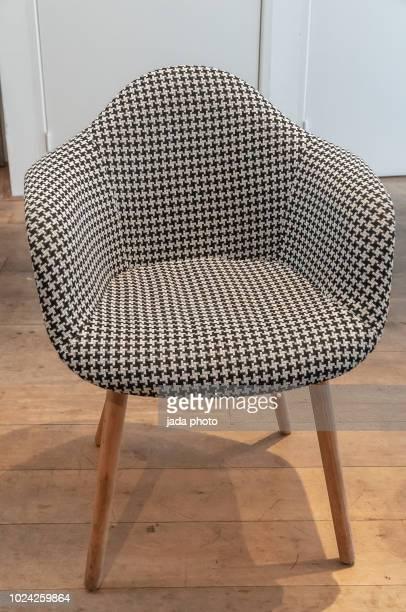 a modern retro style chair - objet quotidien photos et images de collection