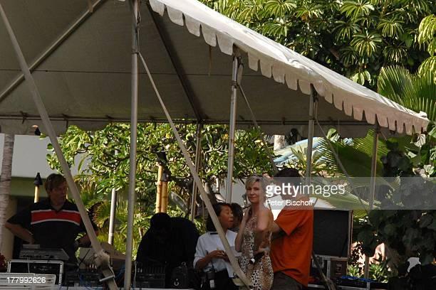 K a r l M o i k Claudia Jung Ehemann Hans Singer David Probe zur MusikShow Aloha Servus Garten des Sheraton Hotel Honolulu Insel Oahu Hawaii Amerika...