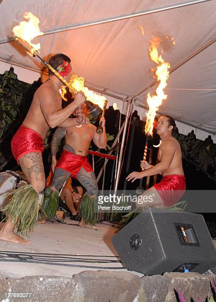 K a r l M o i k einheimische HulaTänzer Feuertänzer MusikShow Aloha Servus Sheraton Hotel Honolulu Insel Oahu Hawaii Amerika USA Auftritt Bühne...
