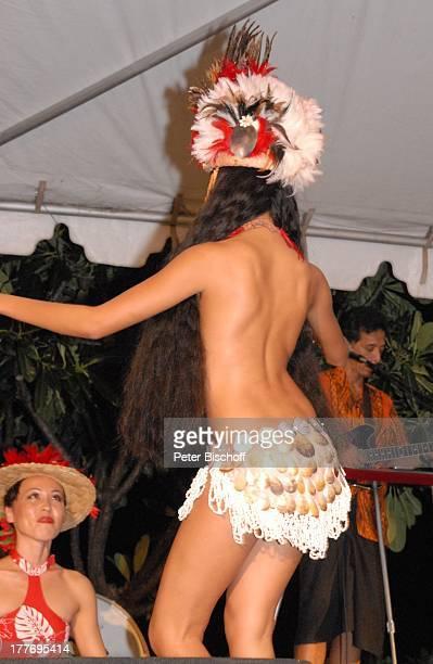 K a r l M o i k einheimische HulaTänzerin Musiker MusikShow 'Aloha Servus' 'Sheraton Hotel' Honolulu Insel Oahu Hawaii Amerika USA Auftritt Bühne...