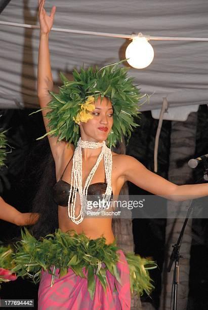 K a r l M o i k einheimische HulaTänzerinnen Tänzerin MusikShow Aloha Servus Sheraton Hotel Honolulu Insel Oahu Hawaii Amerika USA Auftritt Bühne...