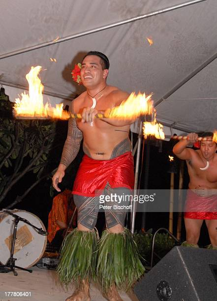 K a r l M o i k einheimischer HulaTänzer Feuertänzer MusikShow Aloha Servus Sheraton Hotel Honolulu Insel Oahu Hawaii Amerika USA Auftritt Bühne...