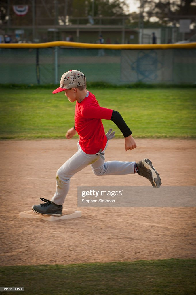 a runner rounding second base in practice : Stock Photo