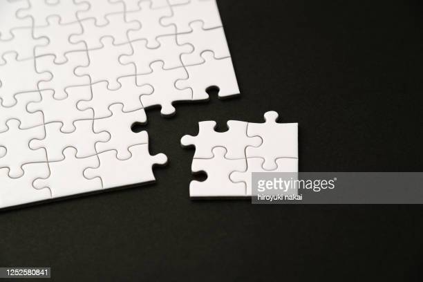 a white jigsaw puzzle - 電動糸のこ ストックフォトと画像