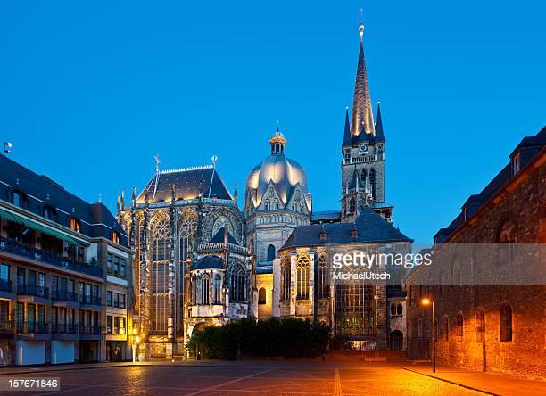 Aachener dom in der Nacht