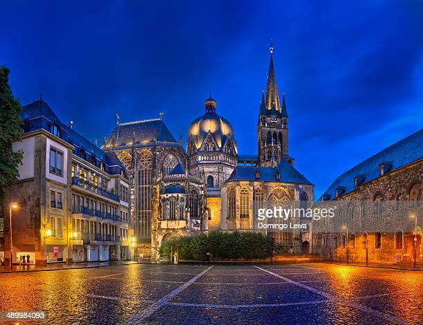 aachen cathedral at night. - aachen stock pictures, royalty-free photos & images