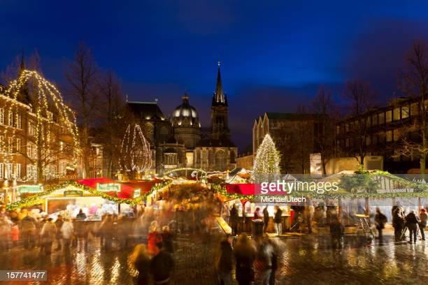 Aachen Christkindlmarkt und die Kathedrale bei Nacht