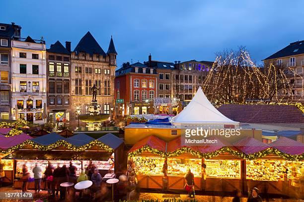 Aachen Weihnachtsmarkt in der Nacht