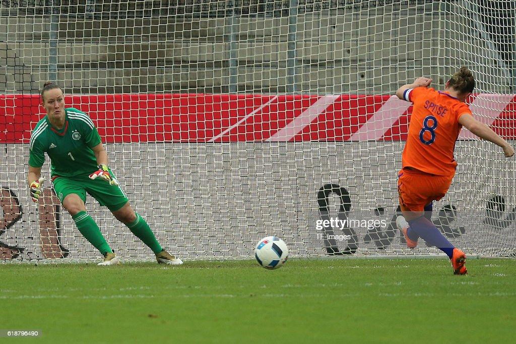 Deutschland, Test Laenderspiel, Frauen Deutschland vs Niederlande : News Photo