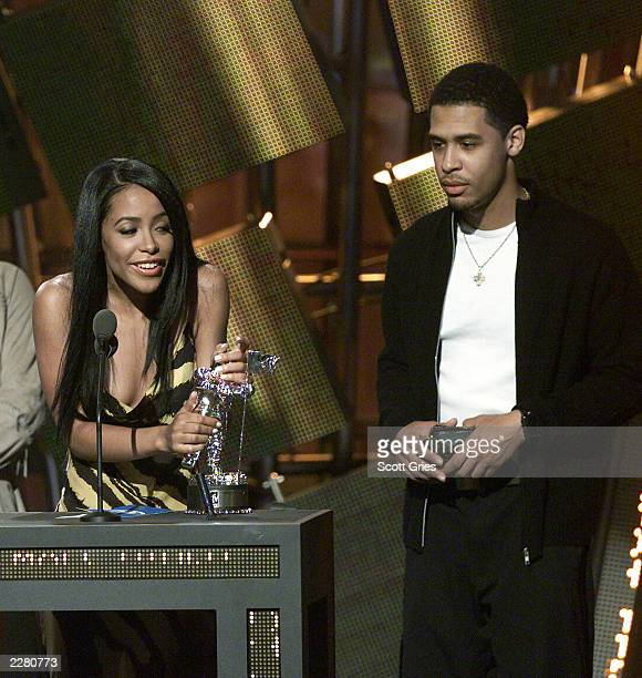Aaliyah and her brother at the 2000 MTV VMA awards 9/7/2000 Photo Scott Gries/ImageDirect