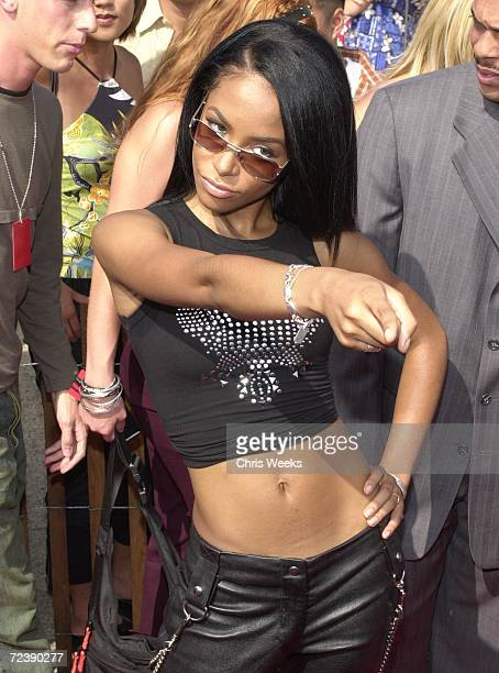 Aaliyah arrives August 6 at the '2000 Teen Choice Awards' in Santa Monica CA