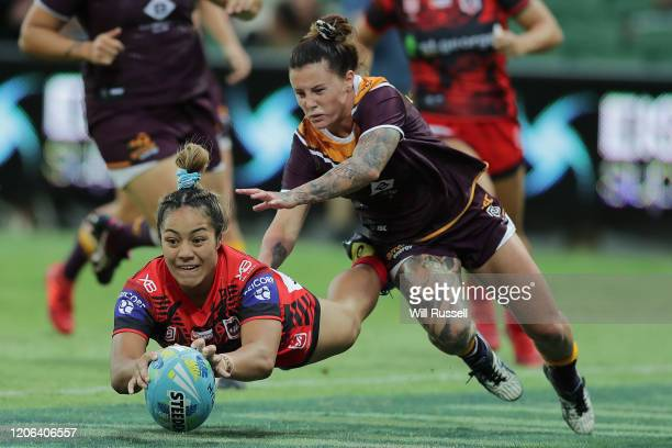 Aaliyah Fasavalu-Fa'amausili of the Dragons scores a try during Day 2 of the 2020 NRL Nines at HBF Stadium on February 15, 2020 in Perth, Australia.