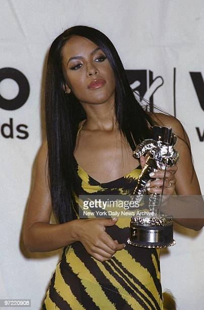 Aaliyah shows her award for Best Female Video From a Film backstage at the MTV Video Music Awards 2000 at Radio City Music Hall