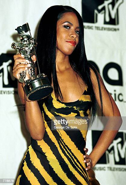 Aaliyah wins the MTV Award for Best video from a film September 7 2000 at the MTV Awards at Radio City Music Hall in New York City