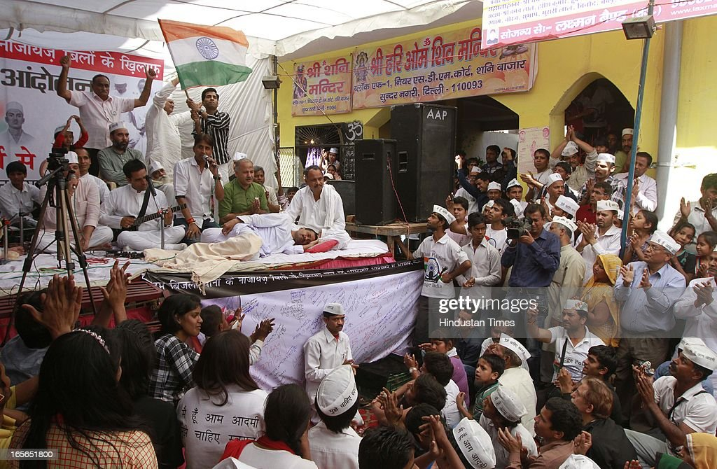 Aam Aadmi Party leader Arvind Kejriwal sitting on fourteenth day of his hunger strike against inflated electricity and water bills at Sunder Nagari on April 5, 2013 in New Delhi, India. AAP leader Arvind Kejriwal announced that he will break his indefinite fast on April 6, 2013.