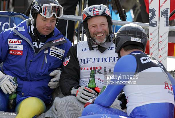 Norway Lasse Kjus shares a beer with Swede Patrik Jaerbyn and Swiss Bruno Kernen after the SuperG of the Alpine Ski World Cup finals 16 March 2006 in...