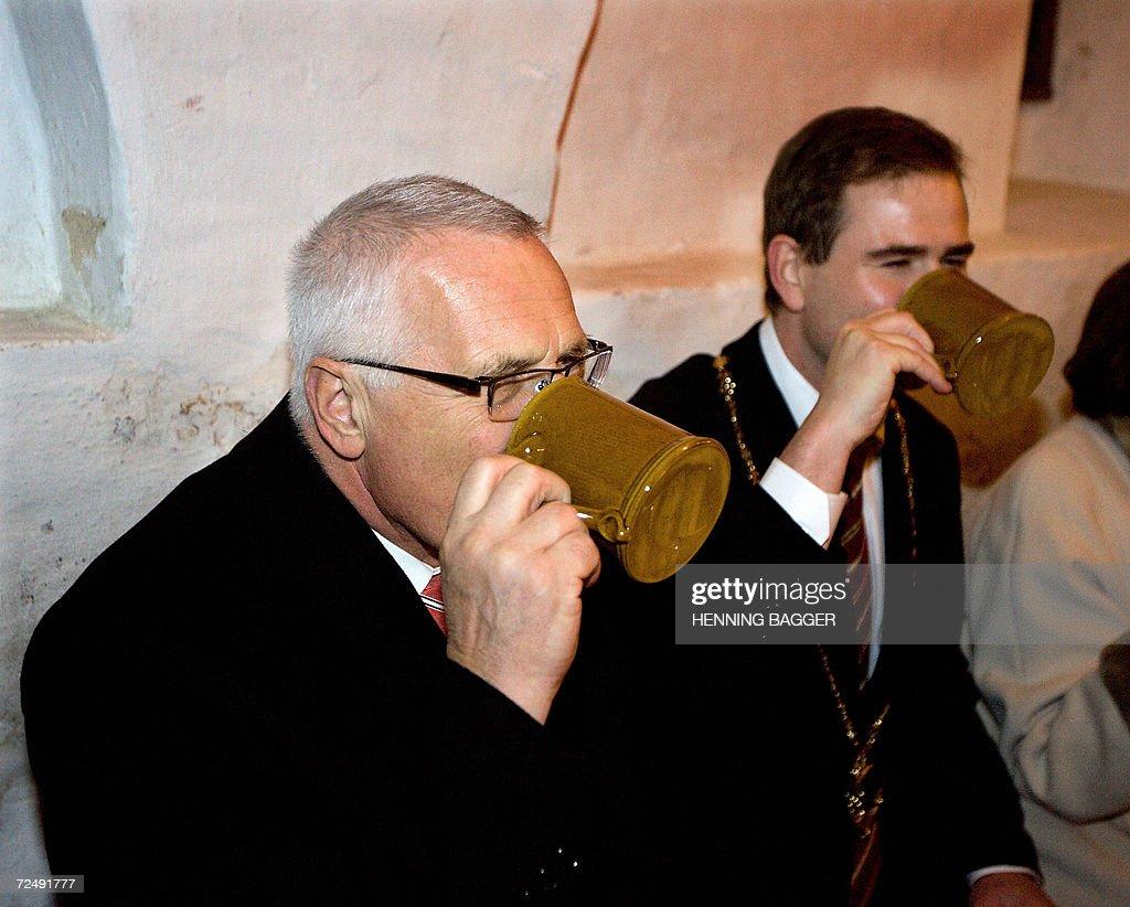 Vaclav Klaus Mladsi News: Czech President Vaclav Klaus Enjoys A Tankard Of
