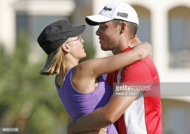 Aaron Baddeley hugs his wife Richelle on the 18th green after winning the 2006 Verizon Heritage Classic Sunday April 16 at Harbour Town Golf Links in...