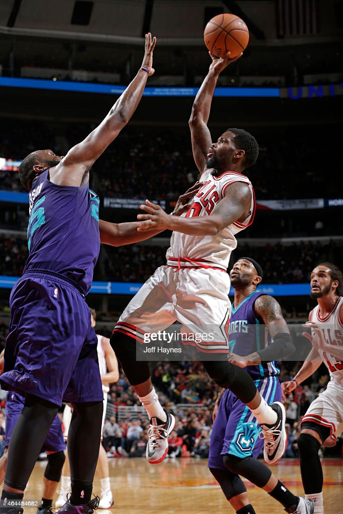 Aaron Brooks #0 of the Chicago Bulls shoots the ball against the Charlotte Hornets on February 25, 2015 at the United Center in Chicago, Illinois.