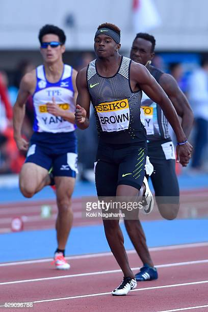 Aaron Brown Of Canada competes in the Men's 200m during the SEIKO Golden Grand Prix 2016 at Todoroki Stadium on May 8 2016 in Kawasaki Japan