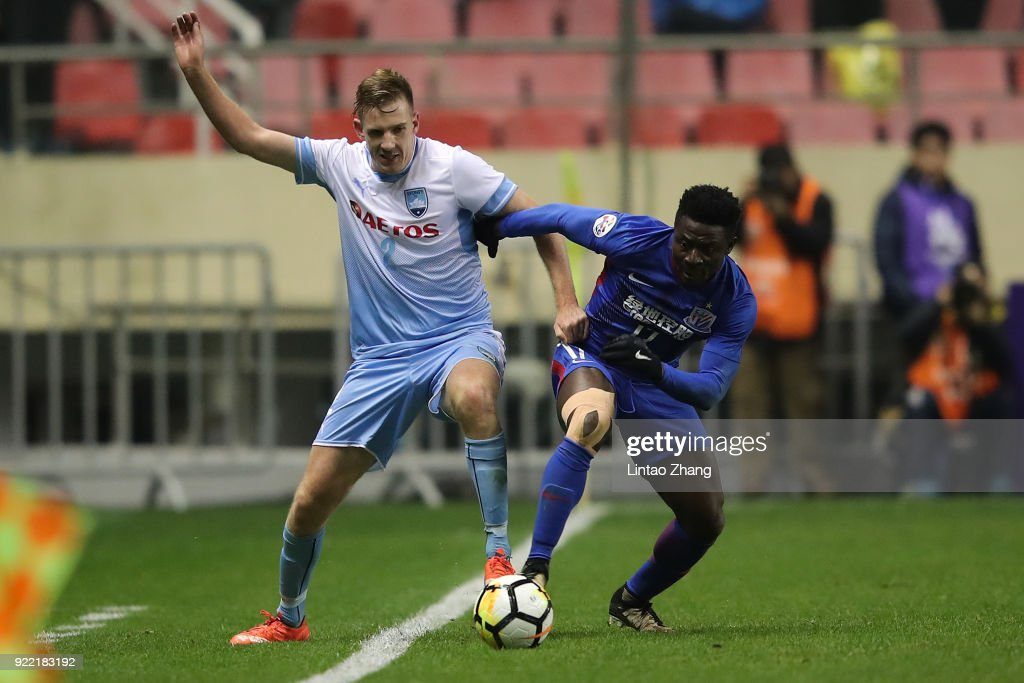 Aaron Calver of Sydney FC competes the ball with Obafemi Martins #17 of Shanghai Shenhua FC during the AFC Champions League Group H match between Shanghai Shenhua FC and Sydney FC at Hongkou Stadium on February 21, 2018 in Shanghai, China.