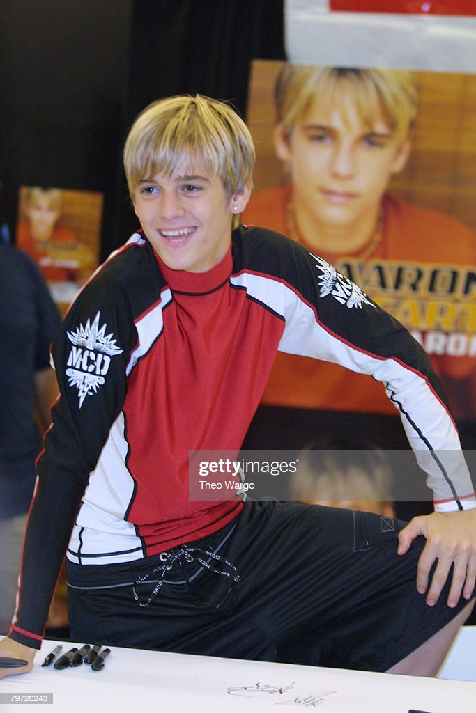 """Aaron Carter signs his new CD """"Oh Aaron"""" at K-Mart at Astor Place in New York City : News Photo"""