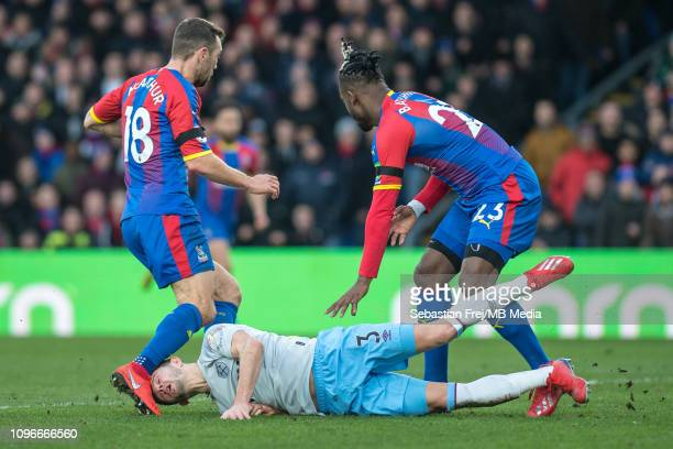 Aaron Cresswell of West Ham United and James McArthur and Michy Batshuayi of Crystal Palace during the Premier League match between Crystal Palace...