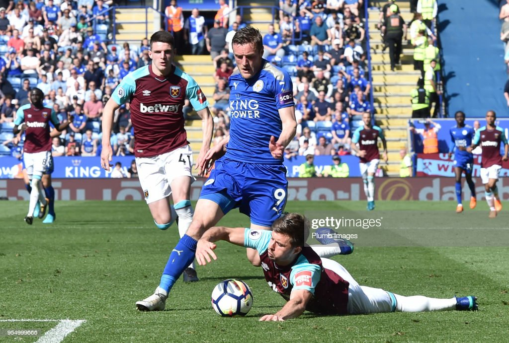 Aaron Cresswell of West Ham United handles the ball at the feet of Jamie Vardy of Leicester City during the Premier League match between Leicester City and West Ham United at The King Power Stadium on May 5, 2018 in Leicester, United Kingdom