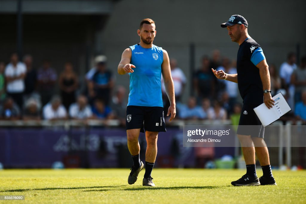 Aaron Cruden and Alex King Assistant Coach of Montpellier during training session of Montpellier at on August 17, 2017 in Montpellier, France.