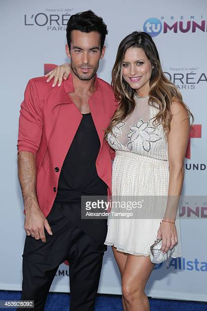 Aaron Diaz and Lola Ponce arrive at Telemundo's Premios Tu Mundo Awards 2014 at American Airlines Arena on August 21 2014 in Miami Florida