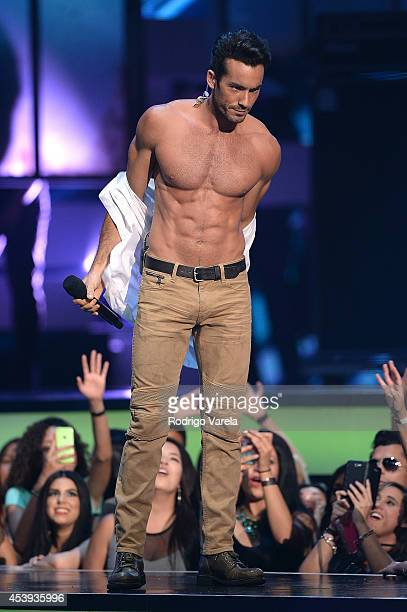 Aaron Diaz hosts Premios Tu Mundo Awards at American Airlines Arena on August 21 2014 in Miami Florida