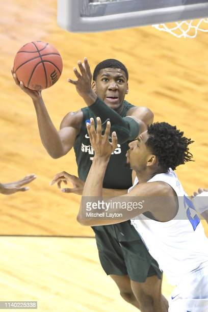 Aaron Henry of the Michigan State Spartans drives to the basket during the East Regional game of the 2019 NCAA Men's Basketball Tournament against...