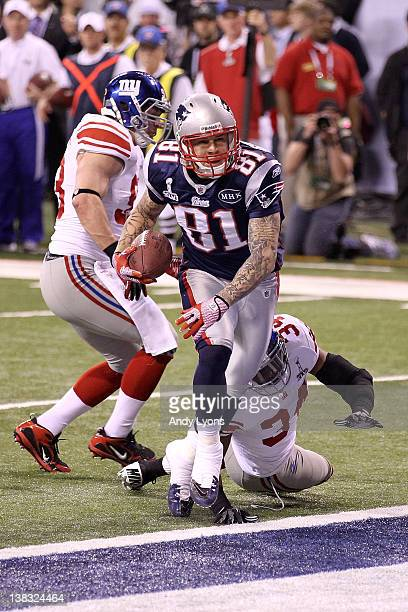Aaron Hernandez of the New England Patriots catches a 12 yard touchdown pass from Tom Brady in the third quarter against Deon Grant of the New York...