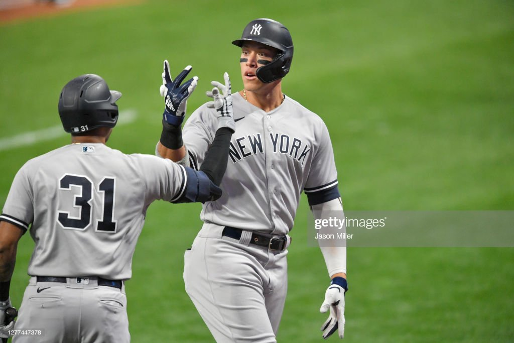 Wild Card Round - New York Yankees v Cleveland Indians - Game One : News Photo
