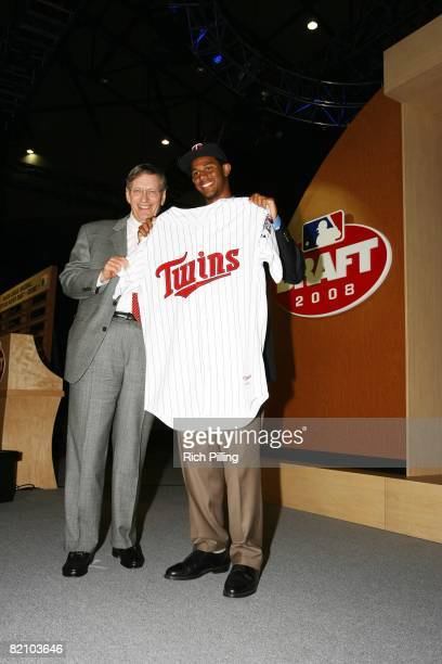 "Aaron Hicks with Major League Baseball Commissioner Alan H. ""Bud"" Selig is the 14th selection in the first round during the 2008 Major League..."