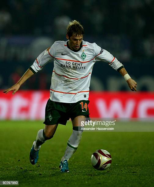 Aaron Hunt of Bremen runs with the ball during the UEFA Europa League Group L match between Austria Wien and Werder Bremen at the FranzHorrStadion on...