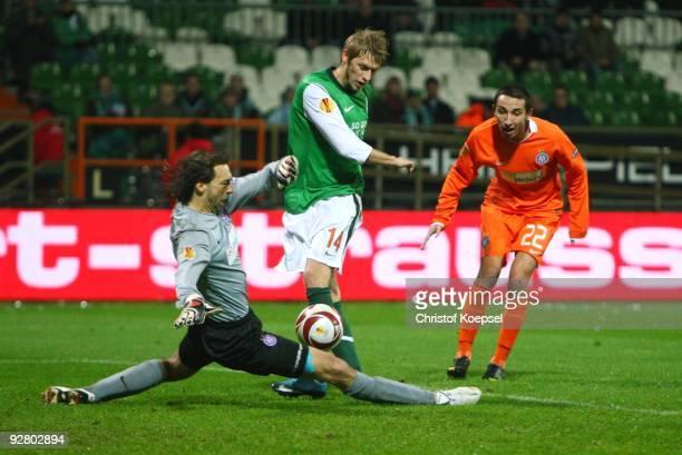 Aaron Hunt of Bremen tries to score against goalkeeper Szabolcs Safar of Austria while Marin Leovac of Austria looks on during the UEFA Europa League...
